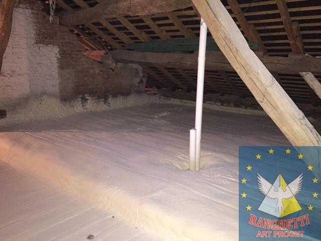 Coibentazione isolamento termico sottotetto isolamento for Sottotetto in legno